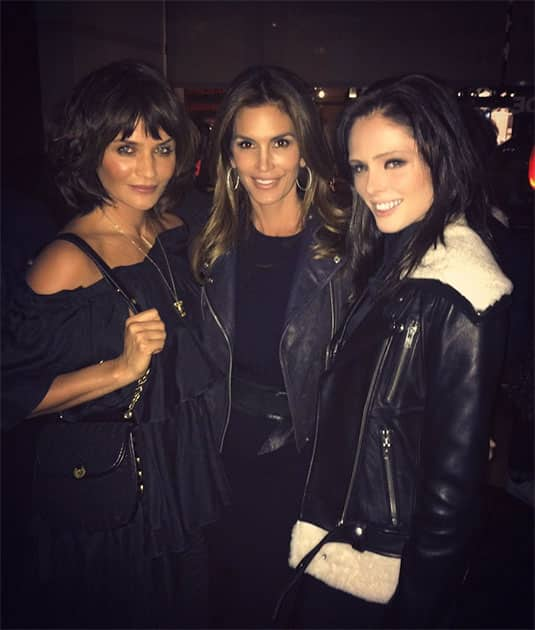If you didn't model with these ladies in the 90's, you're not a #supermodel. #helenachristensen #cindycrawford Twitter@CindyCrawford