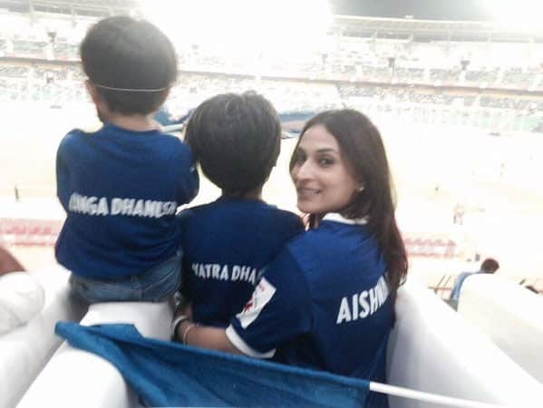 Their first ever live football match and we won @ChennaiyinFC @juniorbachchan woohoo. Twitter@ash_r_dhanush