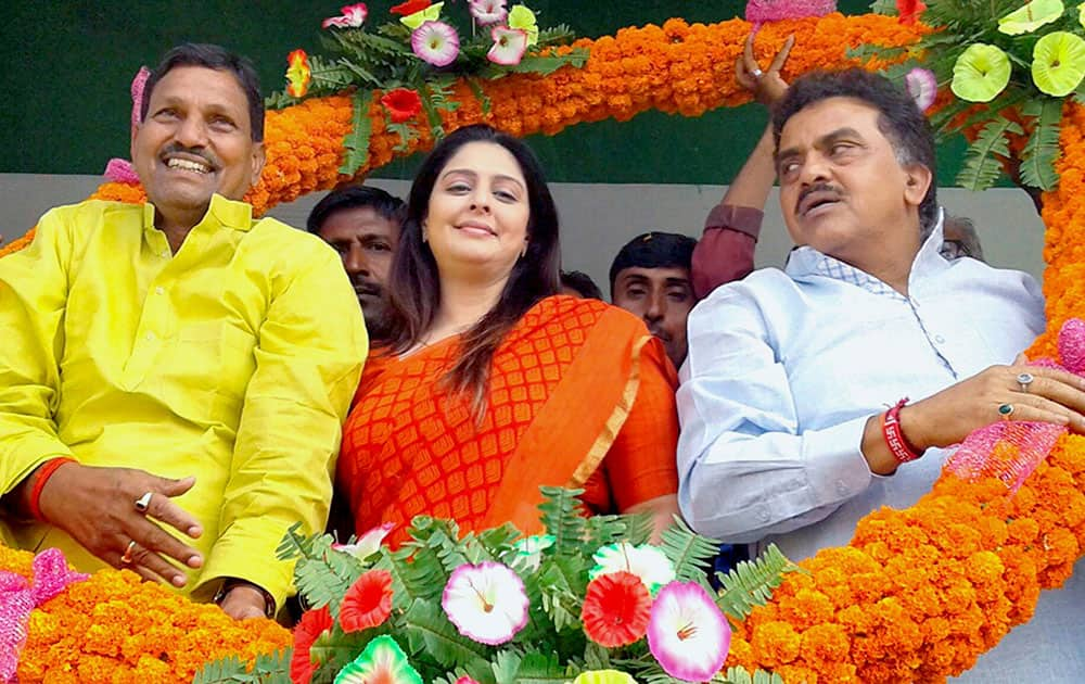Congress leaders Nagma, Sanjay Nirupam during an election rally in East Chamapran in Bihar.