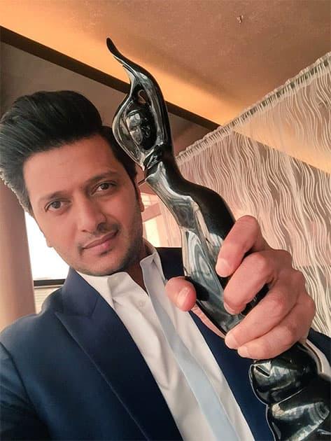 Happy to launch the First Marathi Filmfare Awards : finally they are here. @jiteshpillaai #JaiMaharashtra Twitter@Riteishd