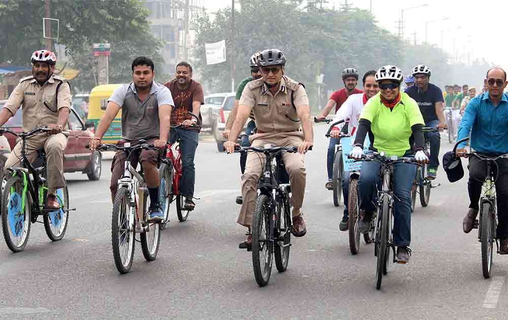 Police Commissioner Navdeep Singh Virk and his team of officials riding bicycle with students on Car Free Day in Gurgaon.