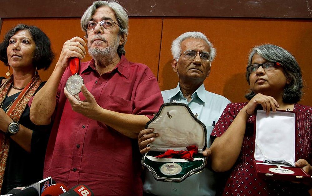 From left, Madhushree Dutta, Saeed Mirza, Kundan Shah and Irene Malik Dhar who are among Indian film industry figures returning National Film Awards pose before the media in Mumbai.