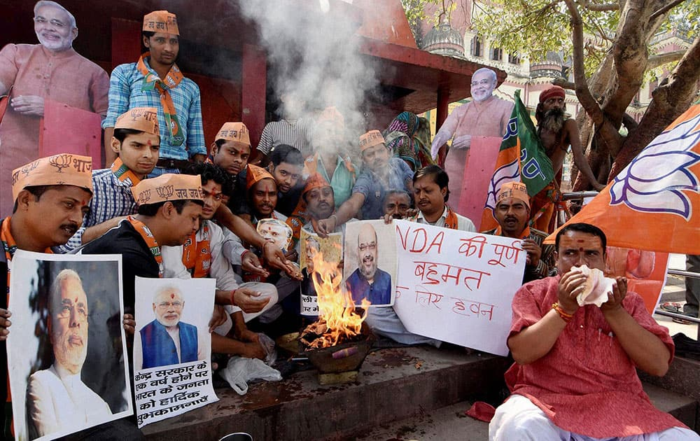 BJP workers performing Havan for the partys win in Bihar assembly elections in Patna.