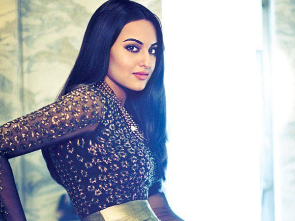 Filmfare :- Just a few more minutes till @sonakshisinha joins us for a Diwali special #FilmfareChat! -twitter