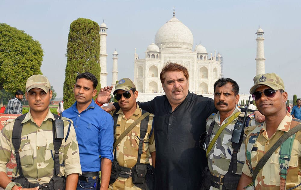 Actor Raza Murad posing with CISF personnel at Taj Mahal in Agra.