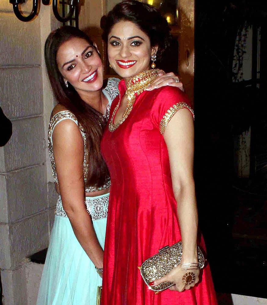 Bollywood actors Esha Deol and Shamita Shetty arrive to attend Ekta Kapoors Diwali party in Mumbai.