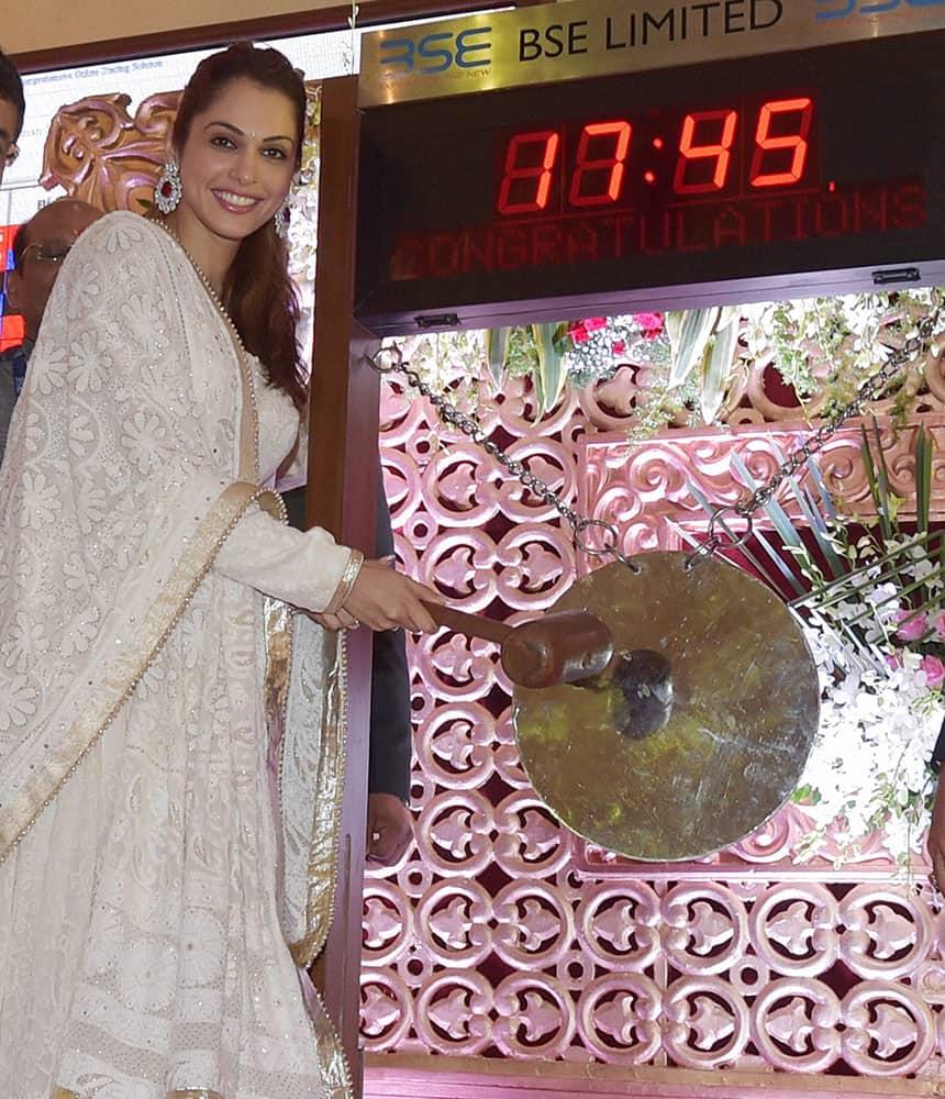 Bollywood actress Isha Koppikar strikes the gong during Muhurat during the Diwali Muhurat Trading session in Mumbai.
