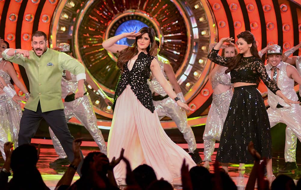 Bollywood Actor Salman Khan with Zarine Khan and Daisy Shah performing during the promotion of their upcoming movie Hate Story 3 on the TV show Bigg Boss set.