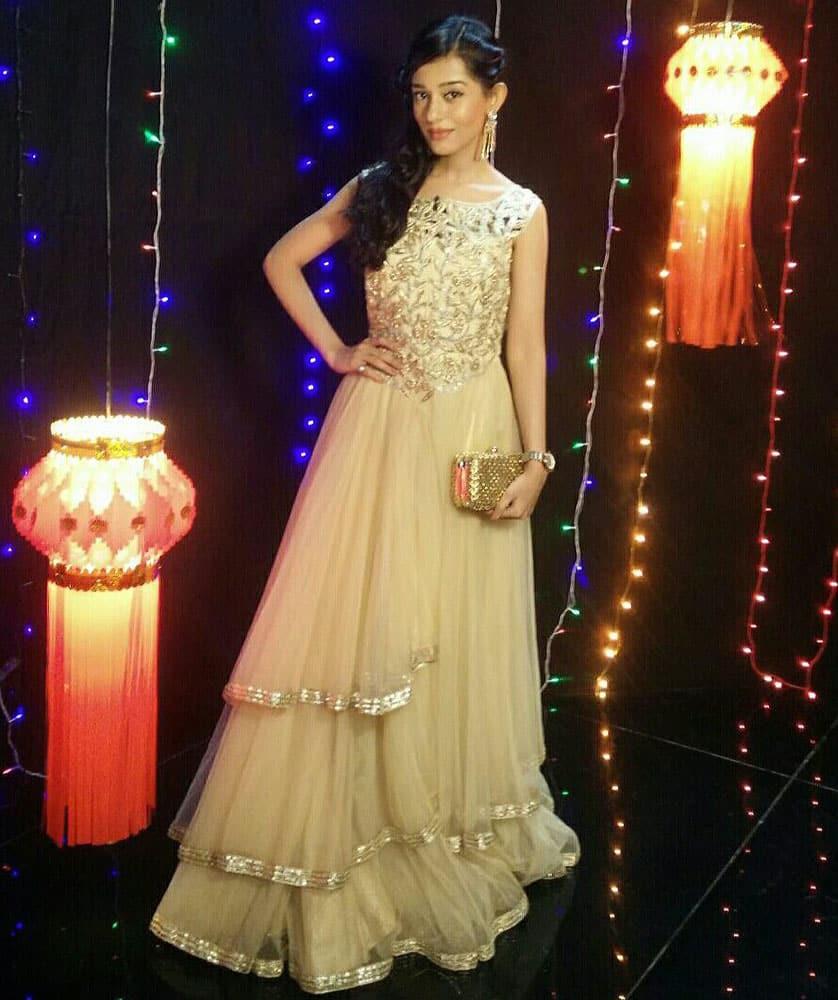 AMRITA RAO :- SO.. I had a very Zoomalicious Diwali at  @ZoomTV studio wid @hardiktanna wearing @AChhavvi-twitter