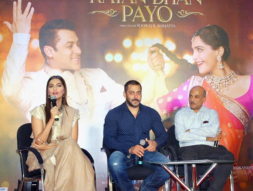 Bollywood actors Salman Khan, Sonam Kapoor and Director Sooraj Barjatya to thanks the audience for the love and support they have shown for the film Prem Ratan Dhan Payo in Mumbai.