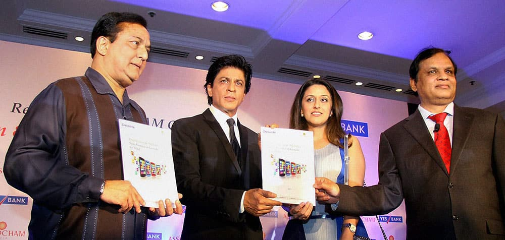 ASSOCHAM President Rana Kapoor along with actor Shahrukh Khan, Radha Kapoor and Chairman, Videocon Industries Ltd, Venugopal Dhoot releasing the ASSOCHAM coffee table book on media and entertainment in Mumbai.