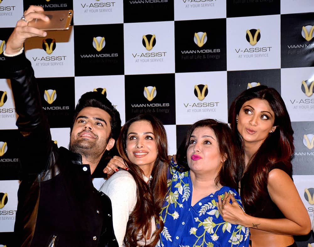Actor Manish Paul takes selfie with other actors Shilpa Shetty Kundra, Malaika Arora Khan and Farah Khan at a function in Mumbai.