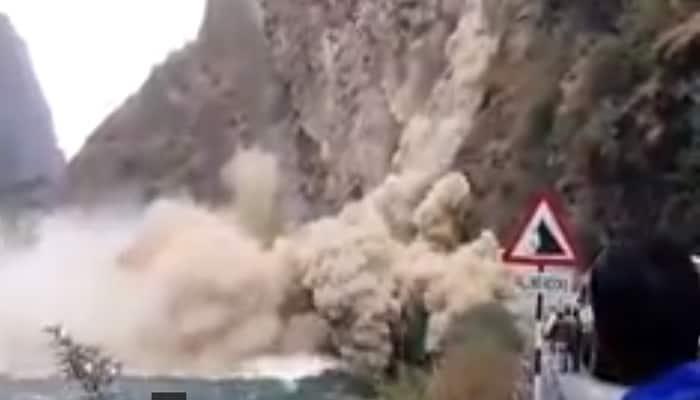 Watch: Tourists defy death at Manali-Chandigarh highway