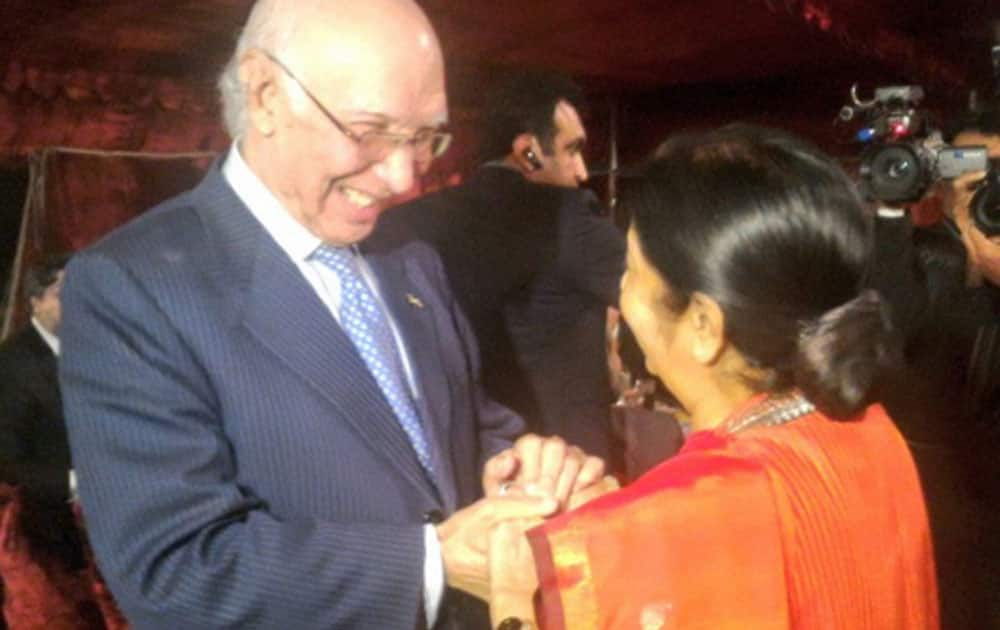 External Affairs Minister Sushma Swaraj with Pakistans Foreign Affairs Adviser Sartaj Aziz at a dinner for HoA delegates in Islamabad, Pakistan.