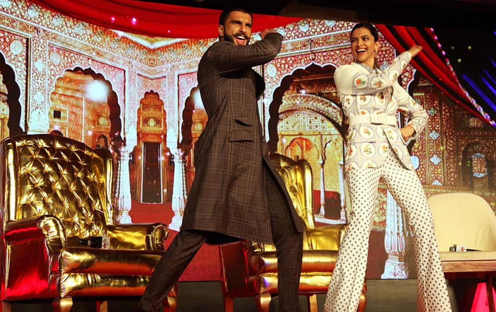 Actors Ranveer Singh and Deepika Padukone at Agenda 15 to promote thier forthcoming film Bajirao Mastani, in New Delhi.