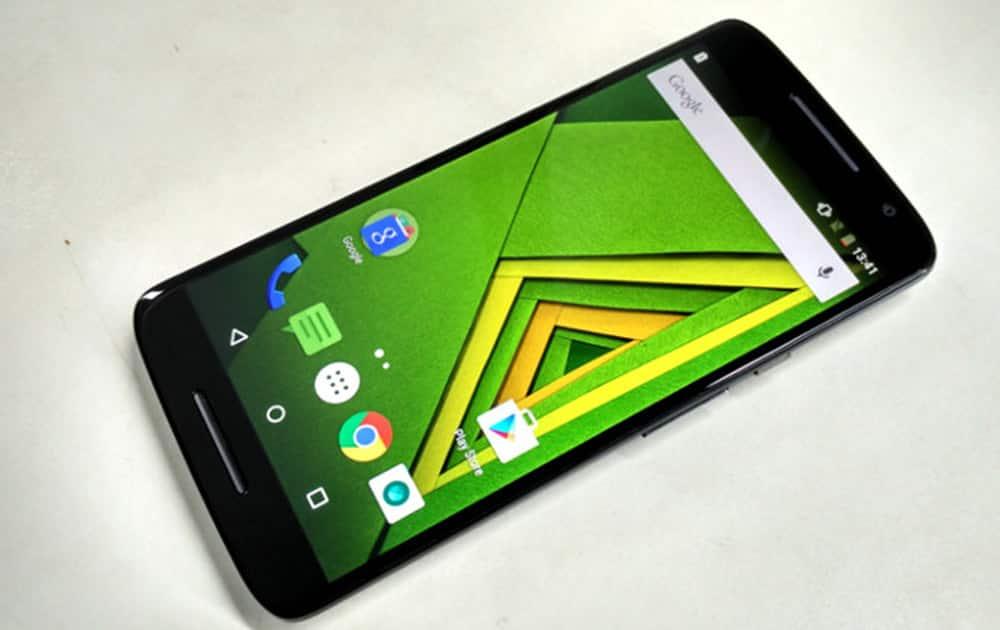 8) Motorola X Play
