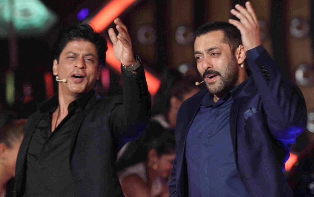 Bollywood Actor Salman Khan host with Shah Rukh Khan during the promotion of the his Hindi film 'Dilwale' on the set of Colors Bigg Boss Nau Double Trouble TV Reality Show at Lonavala in Mumbai.