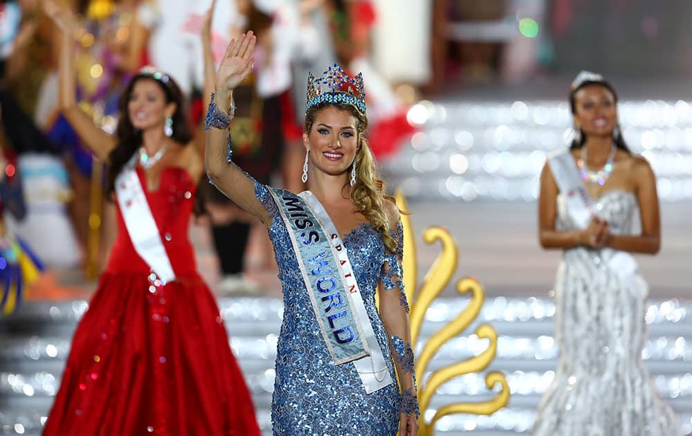 Newly crowned Miss World Mireia Lalaguna Royo from Spain celebrates after at the end of the 2015 Miss World Grand Final in Sanya in south China's Hainan province.