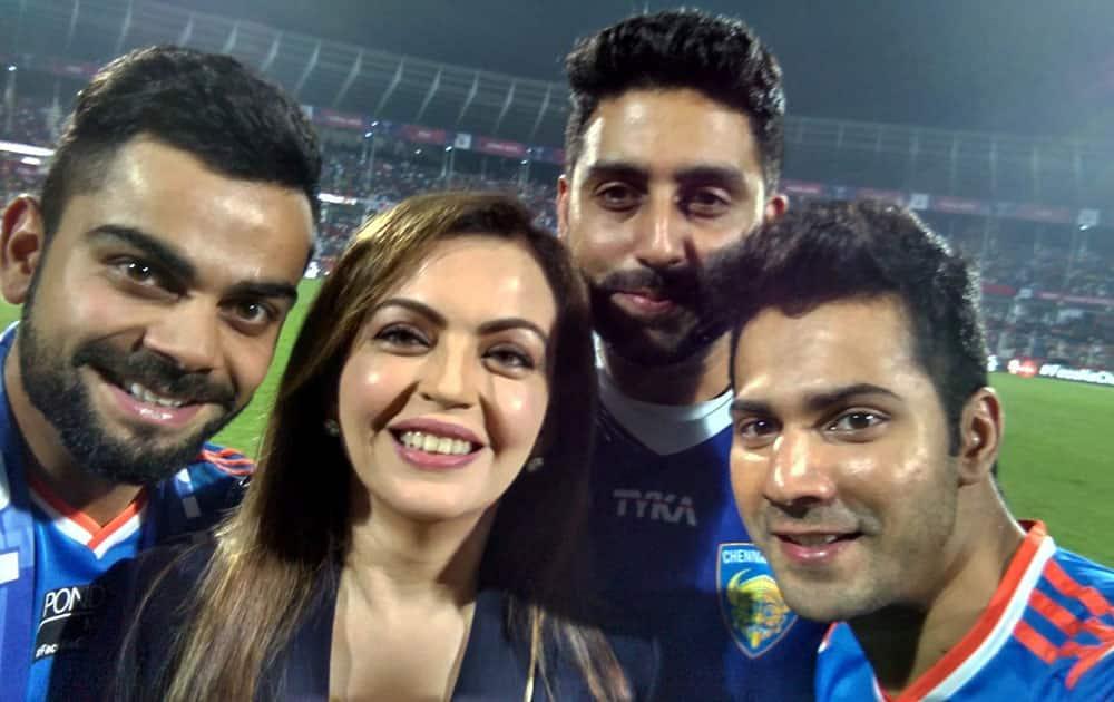 Cricketer Virat Kohli, ISL chairperson Nita Ambani, Bollwood stars Abhishek Bachchan and Varun Dhawan pose for a selfie during the ISL 2015 final at Fatorda in Goa.