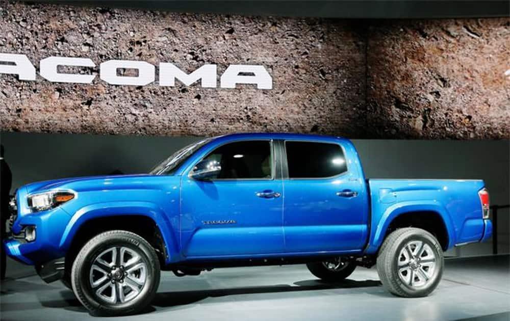 3) 2016 Toyota Tacoma