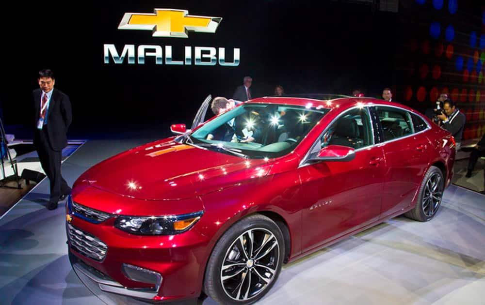 1) 2016 Chevrolet Malibu