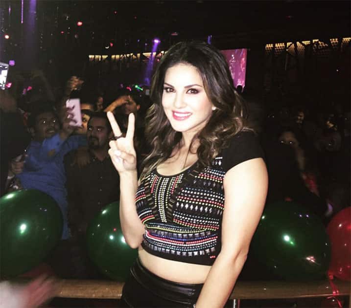 Crazy party in Dubai the other night!! So many people! Love yall!  Twitter@SunnyLeone