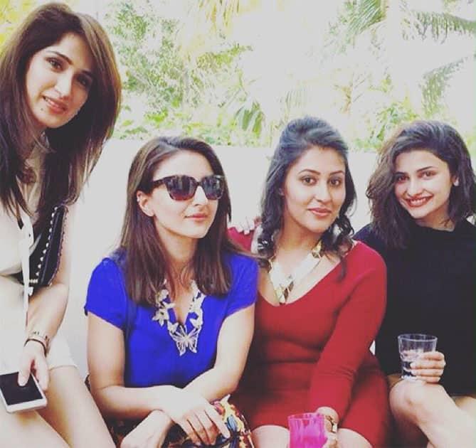 Warsi Christmas with @ItsPrachiDesai @Aahutee #sagarikaghatge. Twitter@sakpataudi