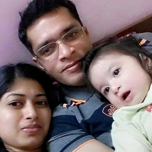 File photo of Martyr Lt Col Niranjan, a member of the NSGs Bomb Disposal Squad, with his family, who was killed in militant attack at IAF base in Patahnkot.