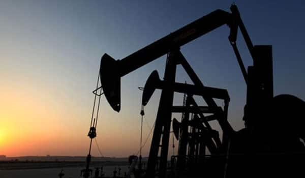 Oil slides below $33 to near 12-year low as China turmoil rattles investors