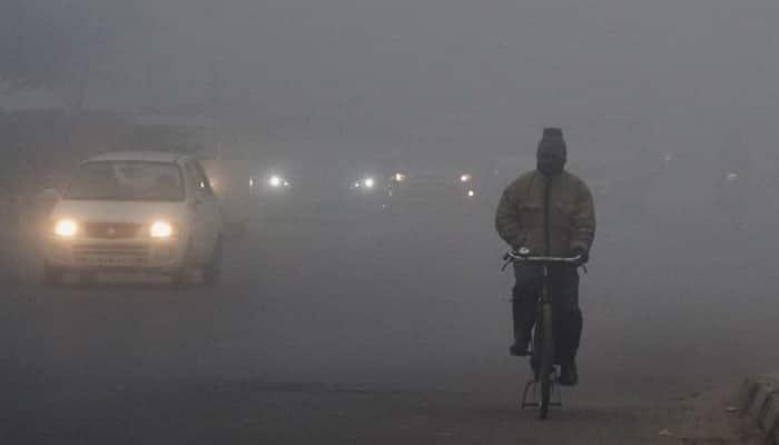 Fog engulfs Delhi; road, air traffic disrupted