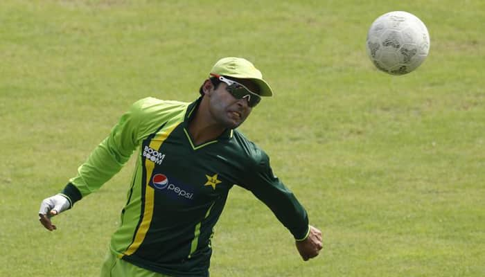 Pakistan batsman Umar Akmal violates ICC dress code, banned from 1st T20 against New Zealand