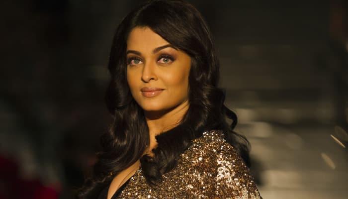 Aishwarya Rai Bachchan addressed Rekha as 'Maa' at award function?