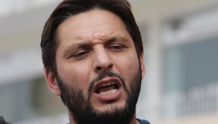 Shahid Afridi tries to eat at McDonald's without local currency, fan ends up paying bill