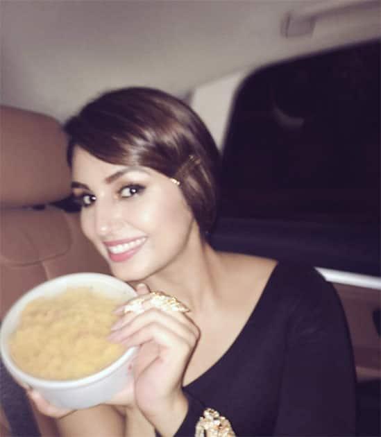 Didn't win an award .. but got yummy home cooked Upma .. my Chotu @anishapadukone really knows the way to my heart  Twitter@humasqureshi