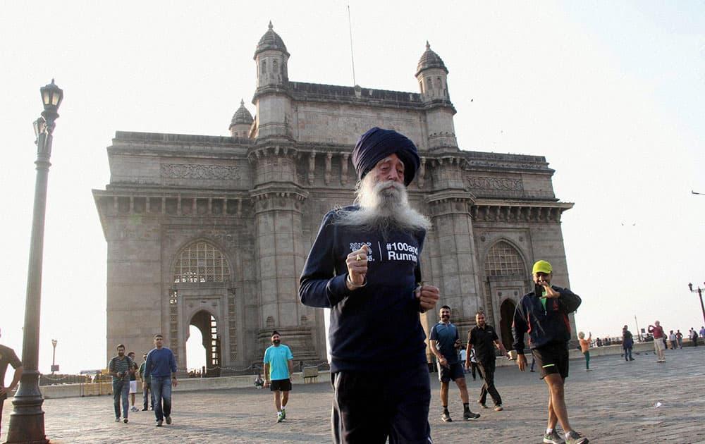 104-yr old Fauja Singh prepares for Mumbai Marathon at Gateway of India, in Mumbai.
