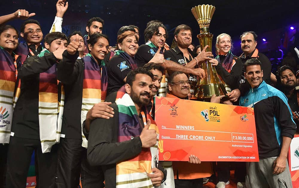 Bollywood actor Akshay Kumar present the Trophy to Delhi Acers team after winning the Premier Badminton League in New Delhi.