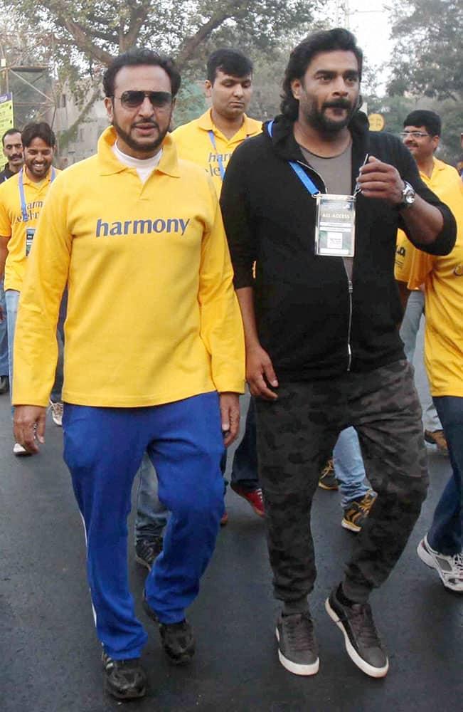 Bollywood actors Gulshan Grover and R Madhavan during Standard Chartered marathon in Mumbai.