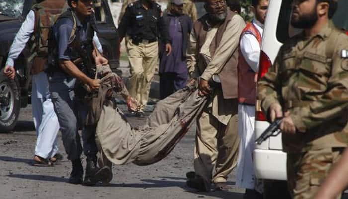 Suicide bomber kills at least ten in northwest Pakistan