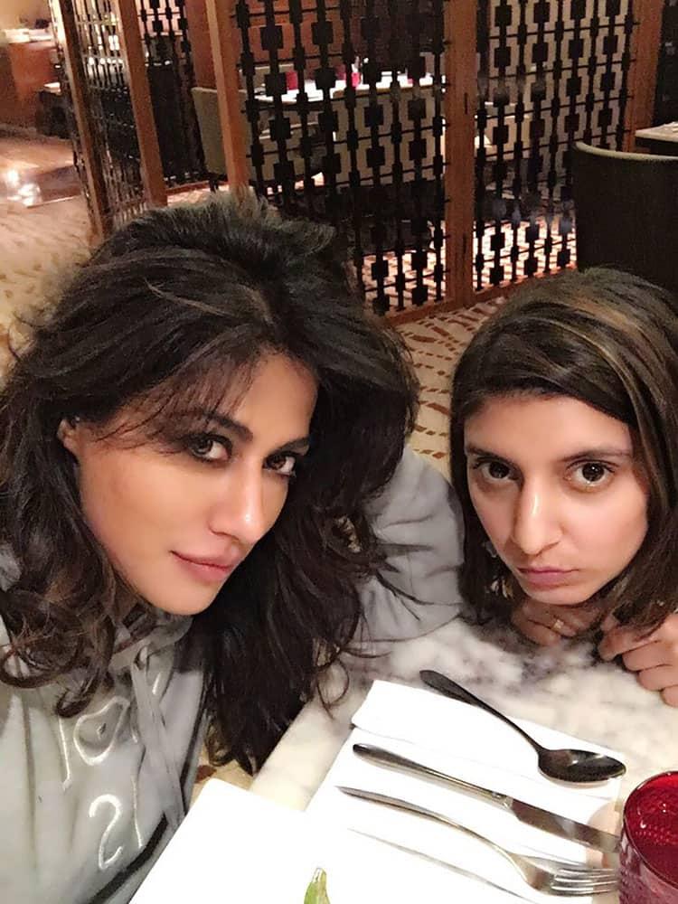 Chitrangda Singh :- Gen n i .. Jussst ..Good light ..must take-a-selfie-type selfie! -twitter