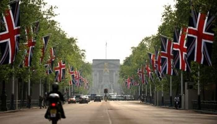 Now, you can take a virtual tour of Buckingham Palace!