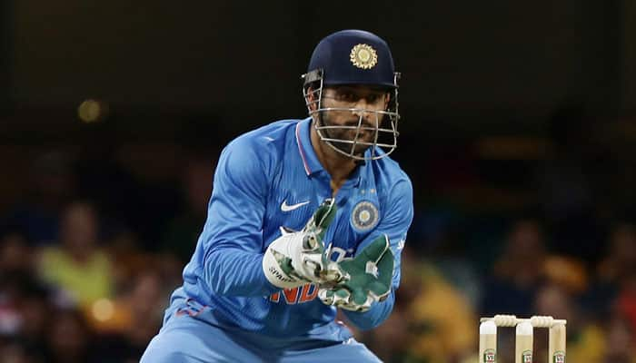 India vs Australia: Struggling MS Dhoni finds support in Michael Hussey
