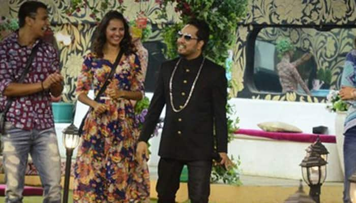 Bigg Boss 9: Housemates win the 'ticket to Bigg Boss cinema', Mika Singh fills the house with joy!