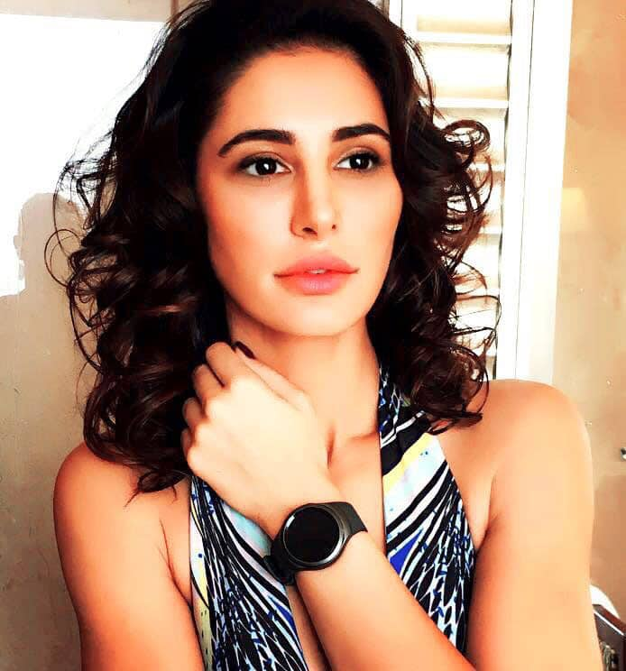 Nargis Fakhri :- Here it is finally! My perfect style mate that goes with everything. #Samsung #GearS2   #TurnTheBezel -twitter