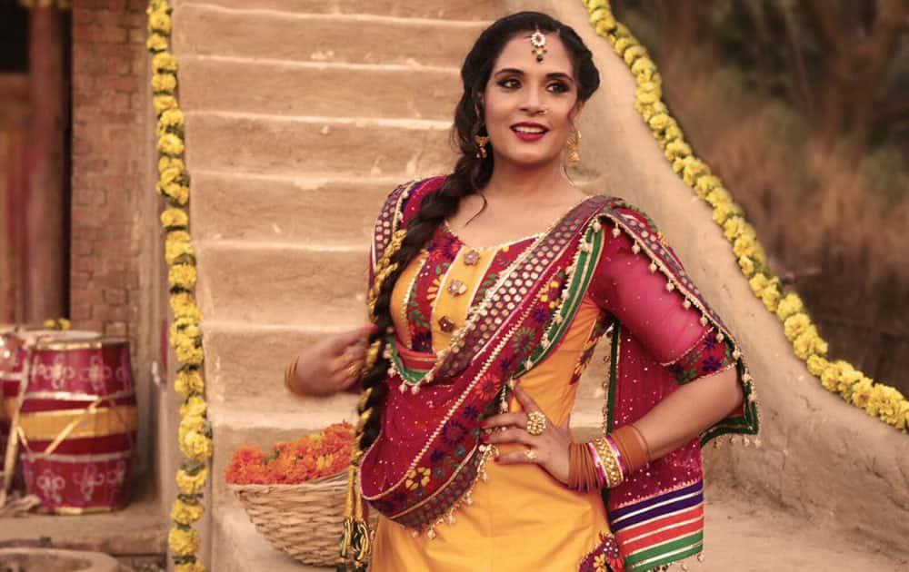 Richa Chadha's look in Omung Kumar's #Sarbjit, produced by Vashu Bhagnani, Sandeep Singh and Omung Kumar.   -twitter