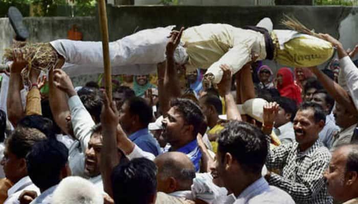 Delhi MCD workers protest outside CM Arvind Kejriwal's residence