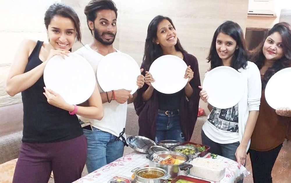 shraddha kapoor :- Pot lunch!!! #Hogs #DreamTeam @jahanviparekh17 @shraddha.naik @amitthakur26 @saniashroff #Baaghi ❤ -instagram