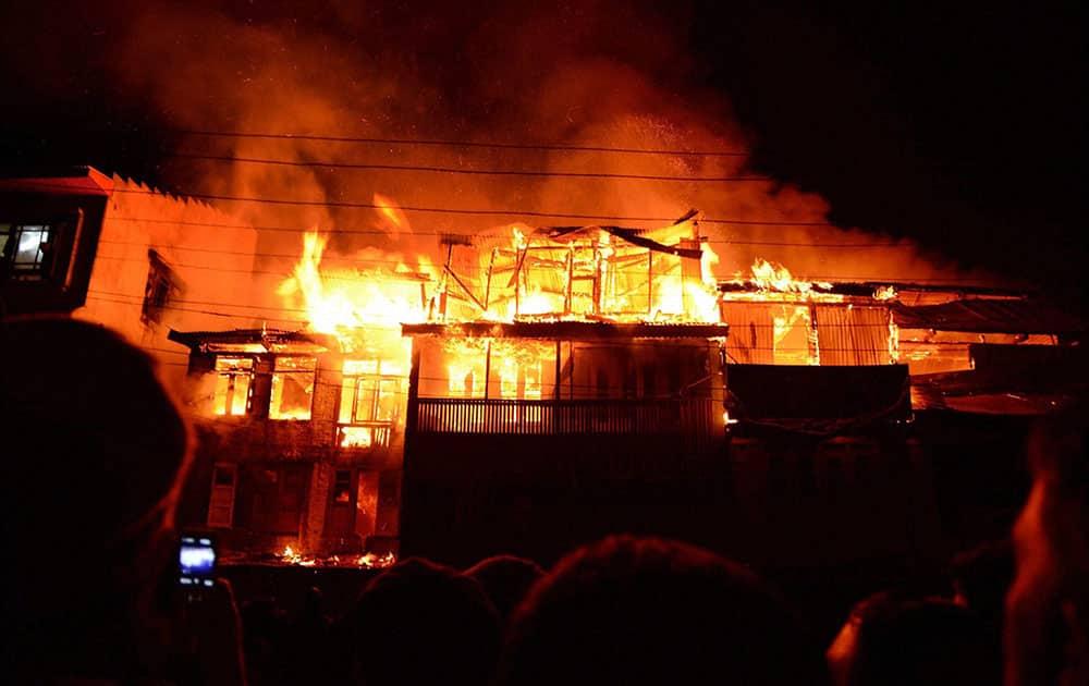 Fire destroys residential houses at Waniyar Chowk Safakadal in Srinagar.