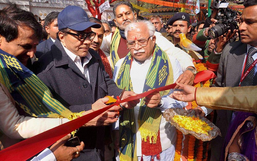 Haryana Chief Minister Manohar Lal Khattar with Bollywood actor and brand ambassador of Haryana Tourism Dharmendra at the inauguration of 30th Surajkund International Crafts Mela in Faridabad.