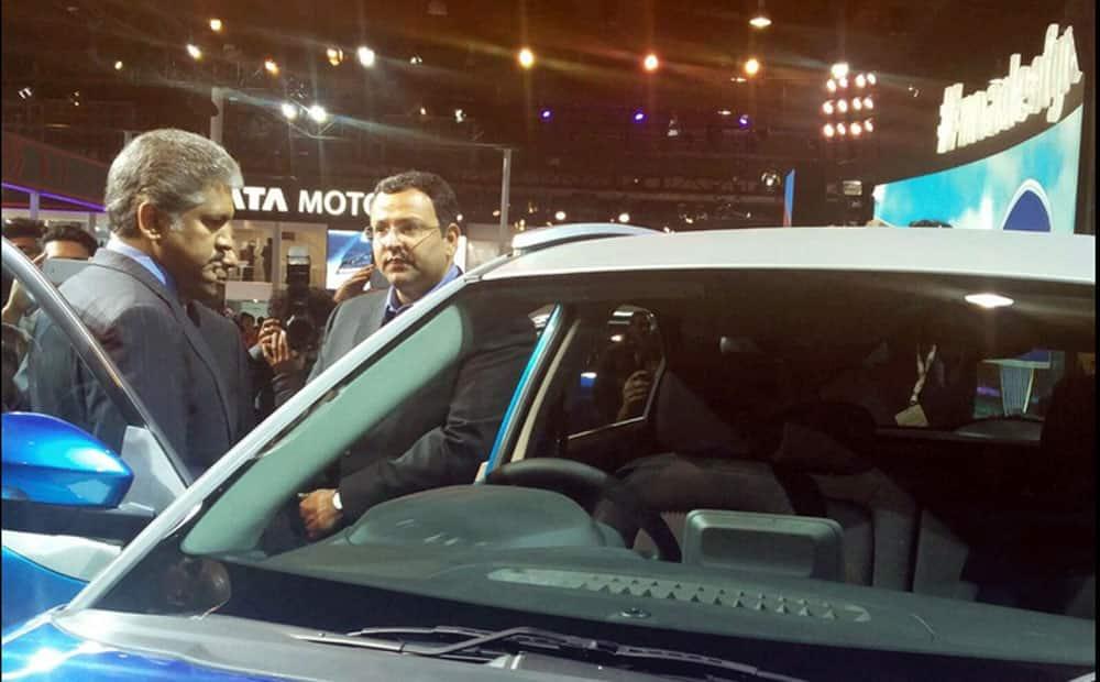 Cyrus P Mistry & Anand Mahindra take a tour around the Tata Motors SmartHub at Auto Expo 2016.