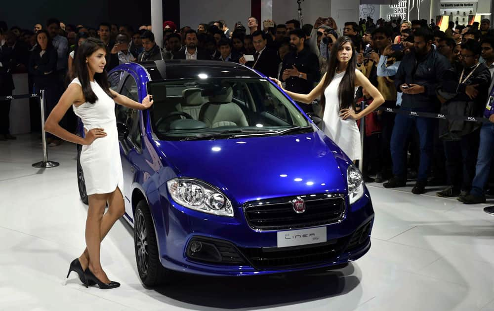 Models at the 2016 Auto Expo in Greater Noida.